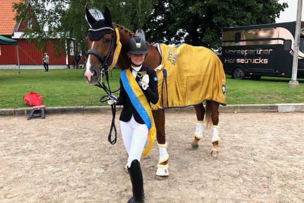 Ellen & Daimjenko winning a bronze medal at the Swedish Championship for Junior Riders